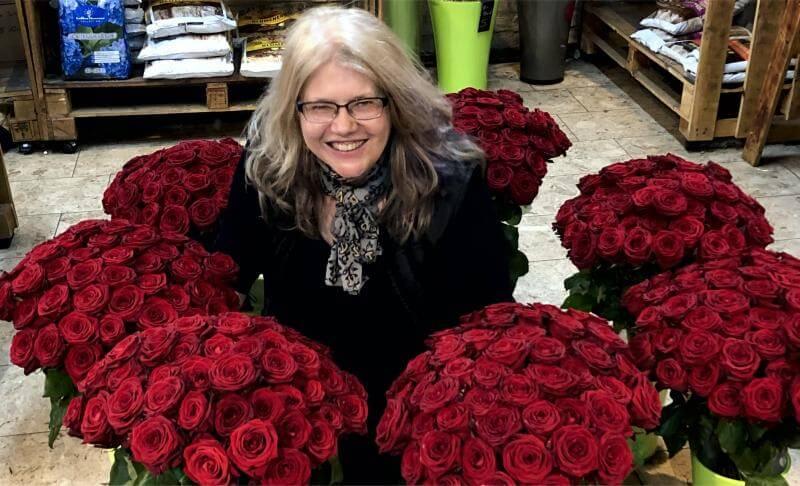Blumen Stadler Blumengeschaeft Wien - Susanne Stadler mit roten Rosen